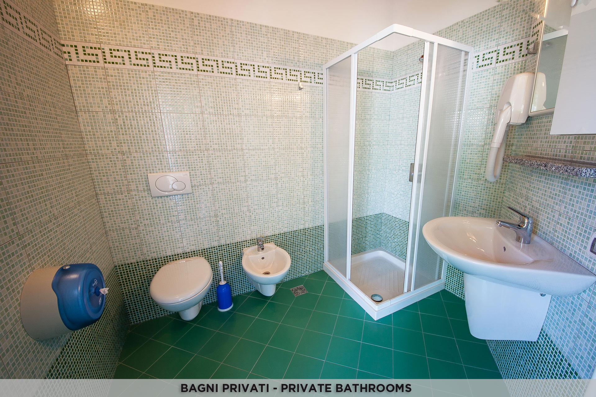 Servizi igienici campeggio mario con bagni privati - Bagni a pagamento ...