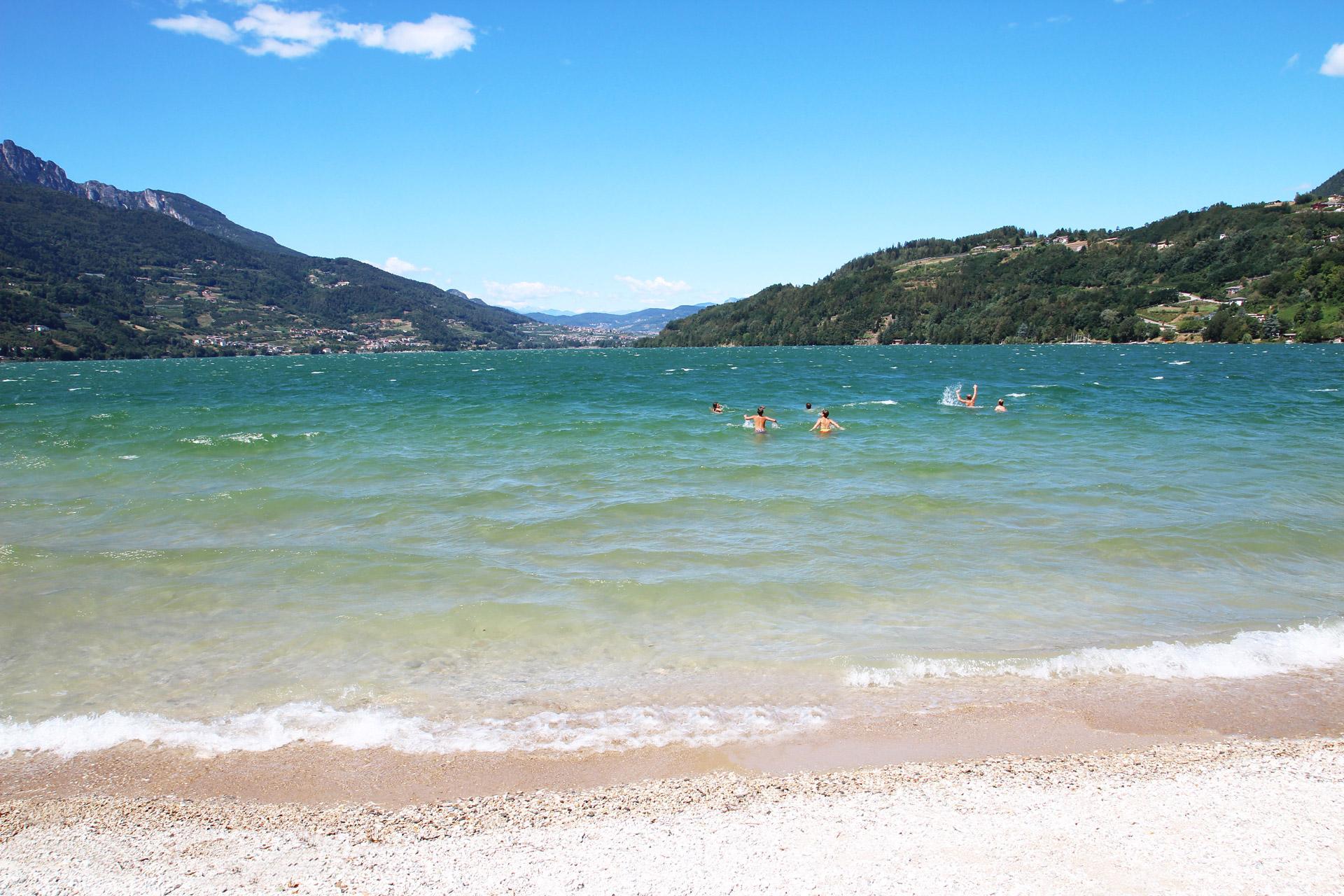 Lago di caldonazzo il lago alpino tra i pi caldi e pi for Lago con spiaggia vicino a milano